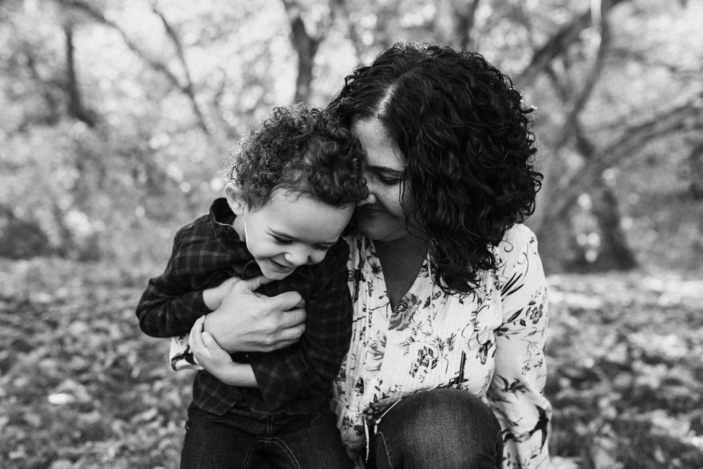 intimate-black-and-white-moment-of-mother-and-son-with-jen-farichild-photography-in-salt-lake-city-utah