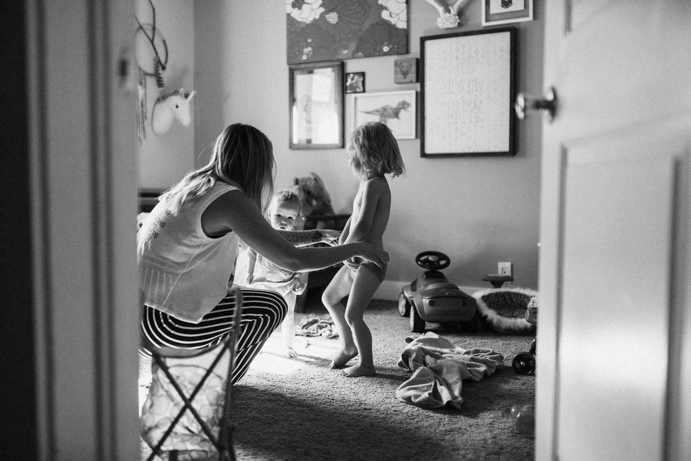 candid-black-and-white-family-photo-during-in-home-session-with-jen-fairchild-in-salt-lake-city-utah