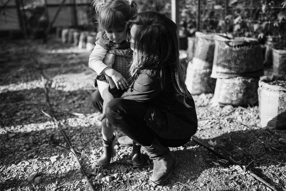 candid-black-and-white-photo-of-mother-consoling-child-benbow-california