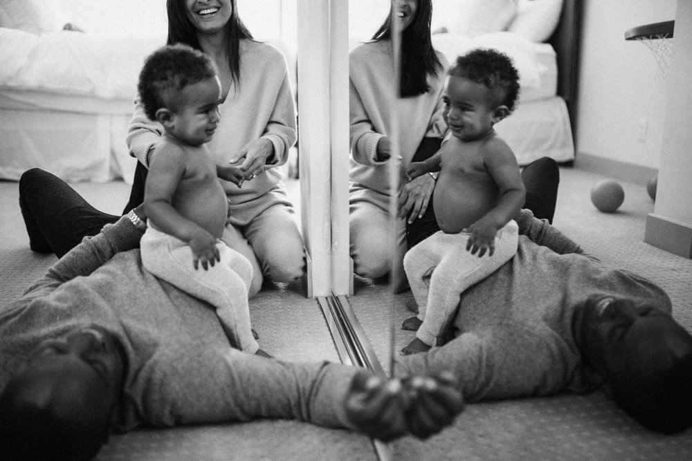 natural-and-artistic-intimate-black-and-white-photo-of-family-time-during-in-home-session-with-jen-fairchild-photography-los-angeles-california