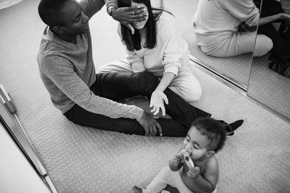 natural-and-artsitic-black-and-white-photo-with-carefree-family-goofing-around-on-closet-floor-hollywood-california