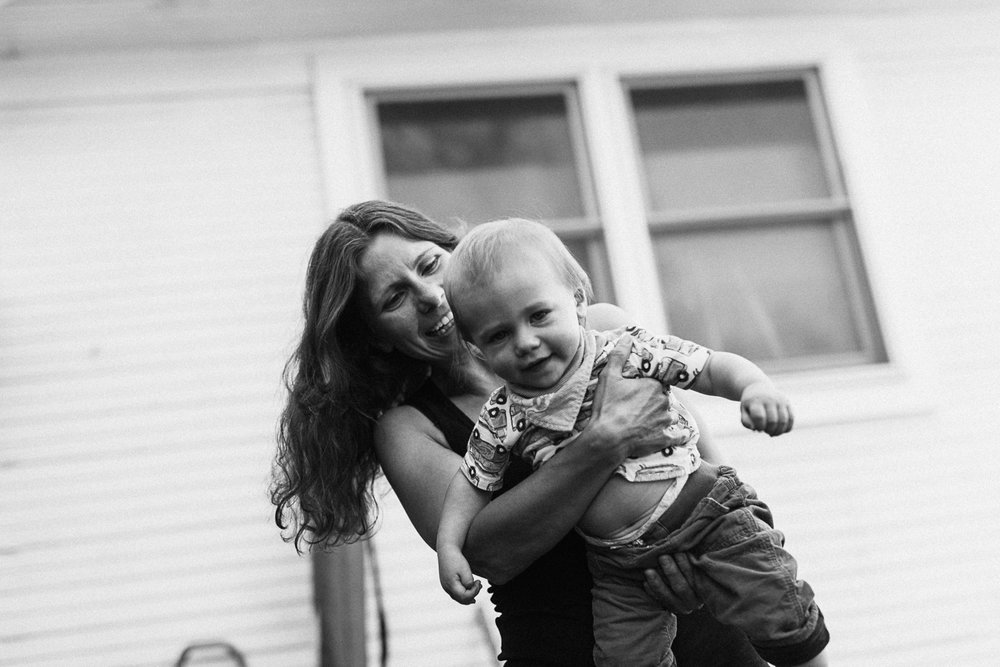 candid-black-and-white-photo-of-mother-and-son-spinning-in-circles-cottonwood-heights-utah