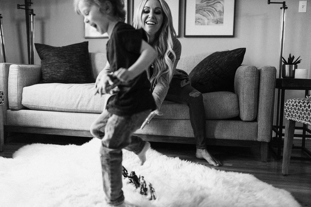 candid-and-artistic-black-and-white-photo-laughing-boy-and-mother-holladay-ut