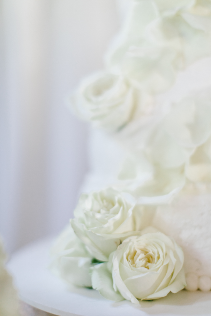 wedding cake garden roses flowers sophisticated floral designs portland oregon wedding florist