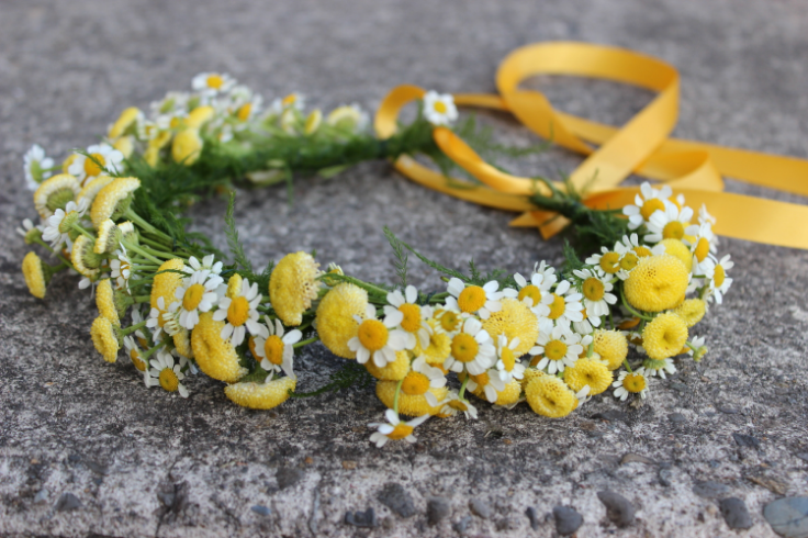 yellow daisy flower crown rustic country barn wedding flowers