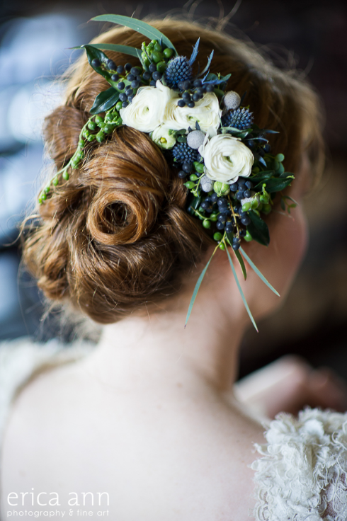 navy and white green floral comb with ranunculus