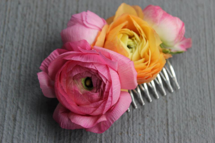 pink and peach ranunculus fresh flowers for the hair floral hair comb