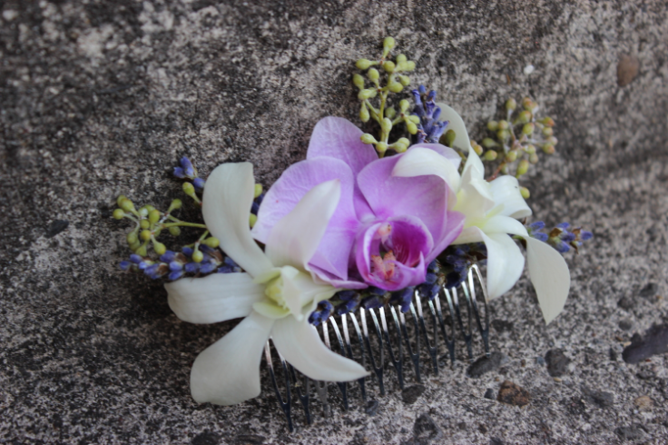 fresh floral comb hair flowes orchids