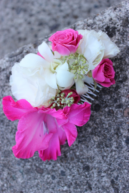 hot pink and white flowers for the hair with roses and orchids floral comb