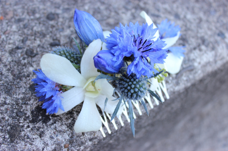 blue and white floral hair comb with orchids