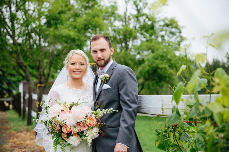bride and groom sophisticated floral designs bridal bouquet east fork country esate wedding