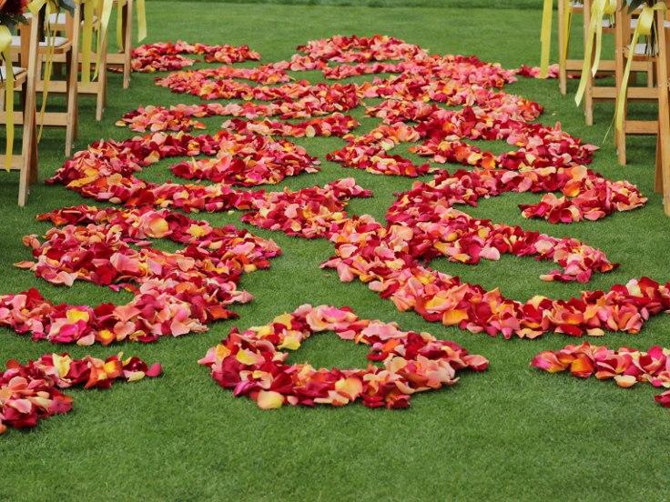 sophistiated floral designs portland oregon wedding florist wedding aisle roses petal swirl design pedal