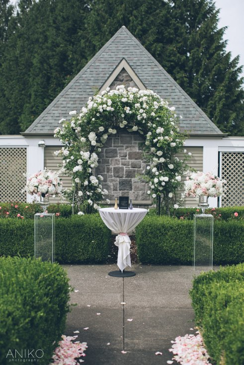 sophisticated floral designs portland oregon wedding florist-oregon-golf-club-wedding-aniko (25).jpg