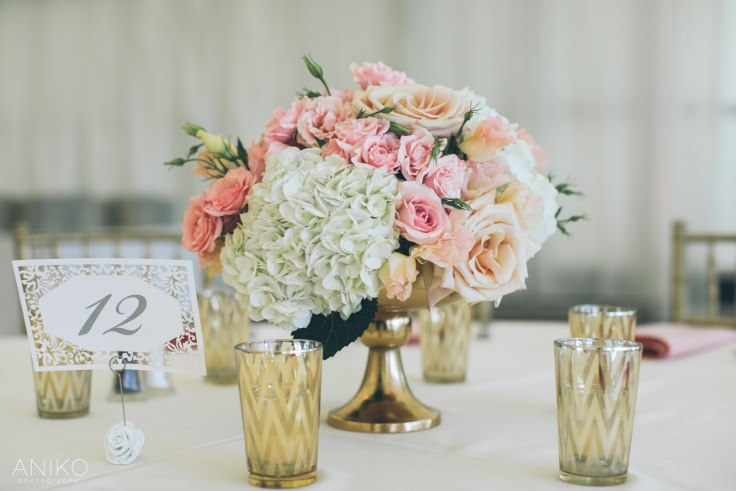 sophisticated floral designs portland oregon wedding florist-oregon-golf-club-wedding-aniko blush and gold centerpiece