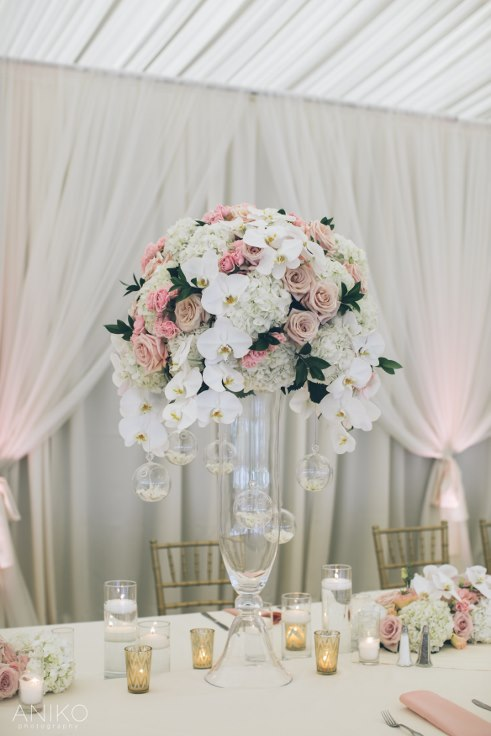 sophisticated floral designs portland oregon wedding florist-oregon-golf-club-wedding-aniko head table flowers blush and gold tall centerpiece orchids garden roses candles