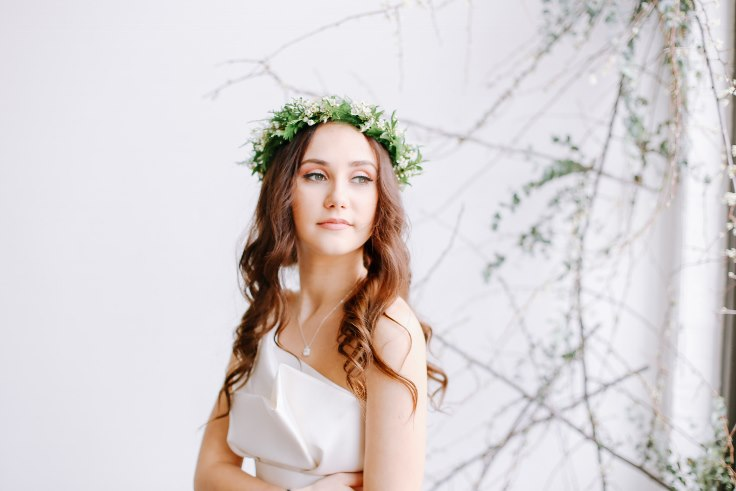 sophisticated floral designs portland oregon wedding florist spotted stills photography greenery foliage floral crown with white flowers