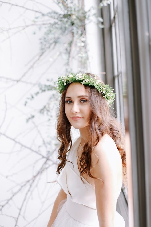sophisticated floral designs portland oregon wedding florist spotted stills photography greenery floral crown with white flowers