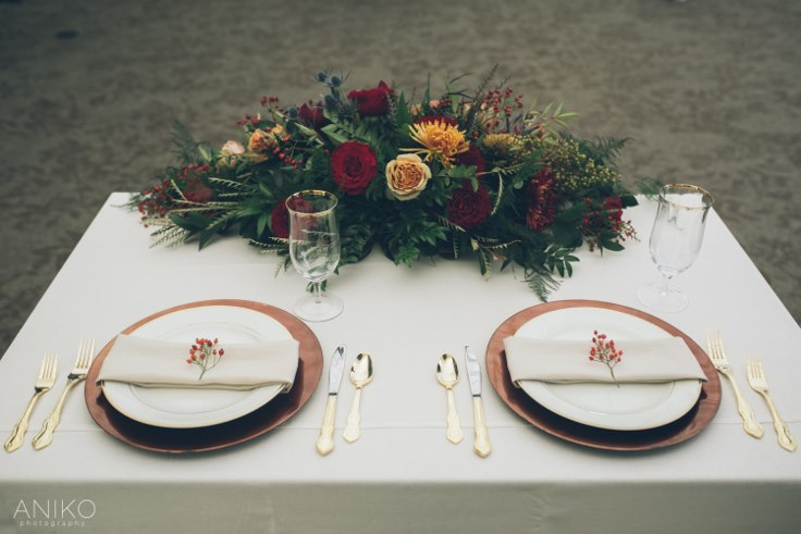 sophisticated floral designs portland oregon wedding florist oregon golf club aniko productions fall table setting sweetheart table bronze gold orange sweetheart table