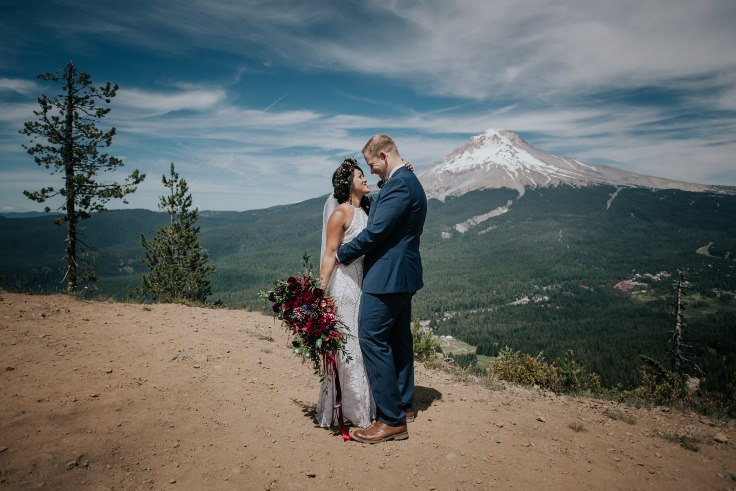 sophisticated floral designs portland oregon wedding florist powers photography mt hood wedding ski bowl (16) (736x491).jpg