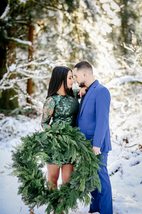 sophsiticated floral designs portland oregon wedding florist spotted stills photogrpahy winter wreath engagement (2).jpg