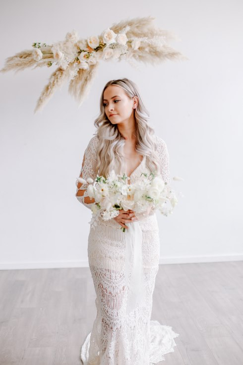 sophisticated floral designs portland oregon wedding florist spotted still photography boho modern fine art pampas  grass bleached flowers (23) (490x735).jpg