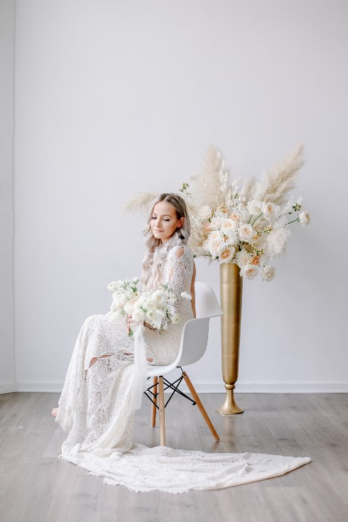 sophisticated floral designs portland oregon wedding florist spotted still photography boho modern fine art pampas  grass bleached flowers (37) (490x735).jpg