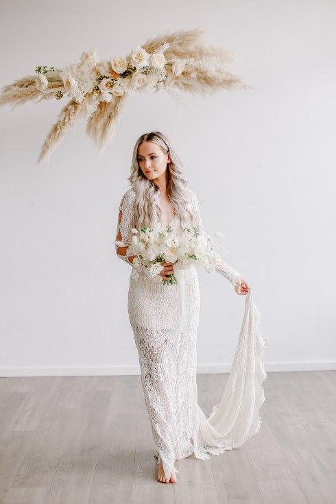 sophisticated floral designs portland oregon wedding florist spotted still photography boho modern fine art pampas  grass bleached flowers (100) (490x735).jpg