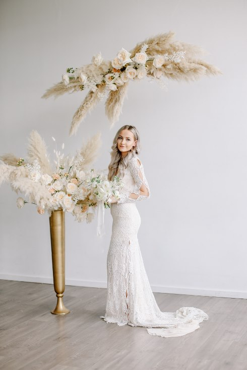 sophisticated floral designs portland oregon wedding florist spotted still photography boho modern fine art pampas  grass bleached flowers (103) (490x735).jpg