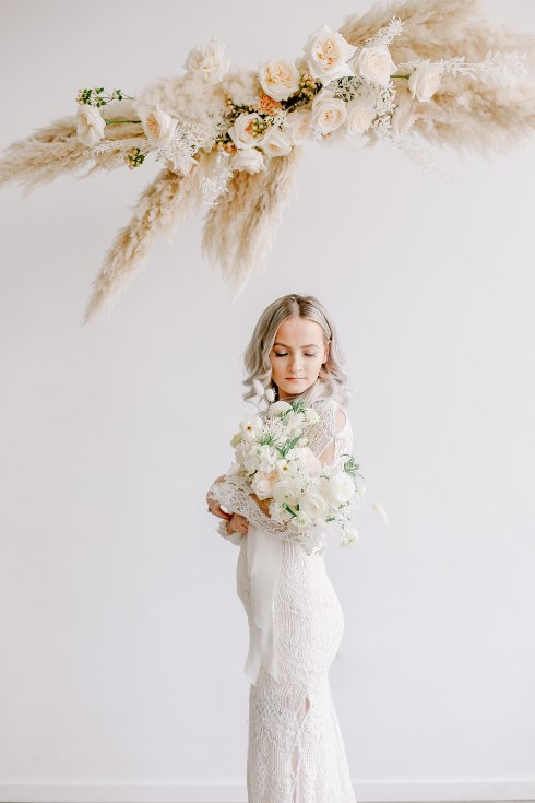 sophisticated floral designs portland oregon wedding florist spotted still photography boho modern fine art pampas  grass bleached flowers (115) (490x735).jpg