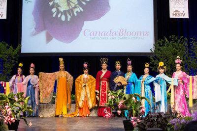 「丝之语」在加拿大花卉展举办汉服秀,令观众惊艷。(图:业者提供)