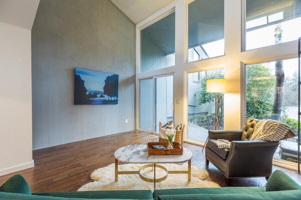 13896 NE 66th St Redmond WA-large-015-39-Living Room-1500x1000-72dpi.jpg