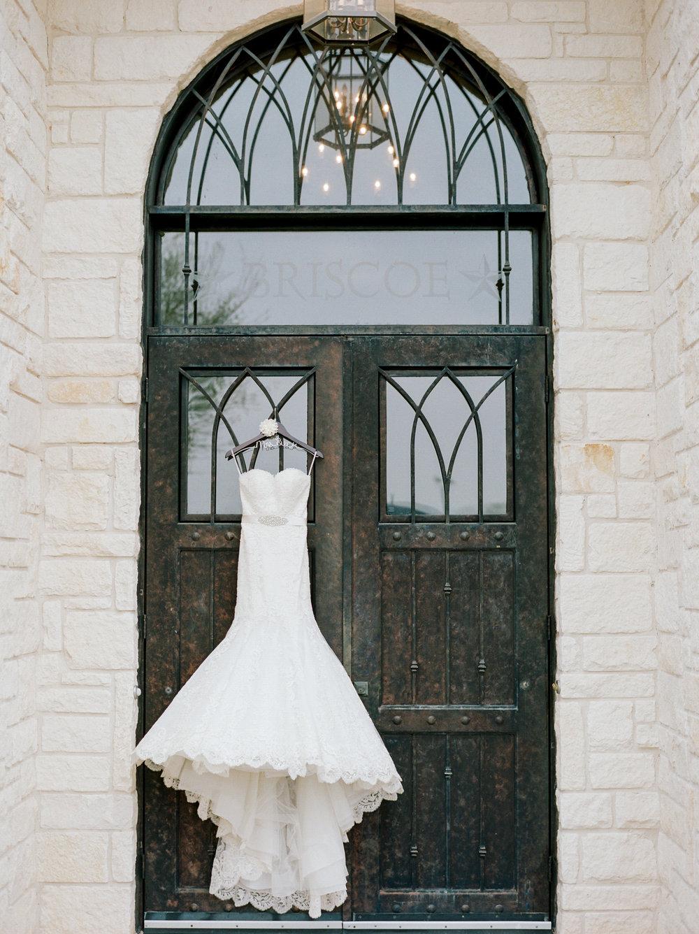 Briscoe-Manor-Houston-Wedding-Photographer-Modern-Luxury-Weddings-Dana-Fernandez-Photograpy-Fine-Art-Photographer-Houston-Film-Destination-PNW-Wedding-Photographer-22.jpg