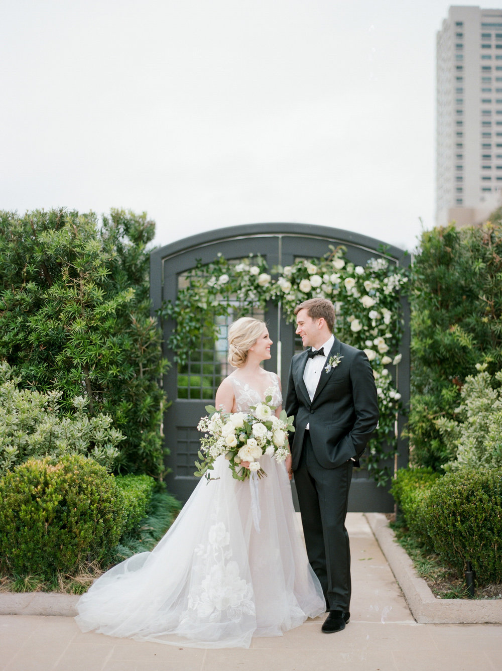 McGovern-Centennial-Gardens-Houston-Texas-Wedding-Venue-Josh-Dana-Fernandez-Photography-Film-Destination-Fine-Art-Luxury-Top-Best-Austin-Dallas-Magnolia-Rouge-Jennifer-Laura-Design-3.jpg