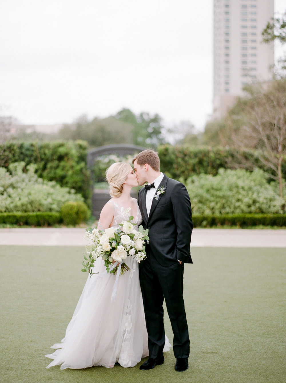 McGovern-Centennial-Gardens-Houston-Texas-Wedding-Venue-Josh-Dana-Fernandez-Photography-Film-Destination-Fine-Art-Luxury-Top-Best-Austin-Dallas-Magnolia-Rouge-Jennifer-Laura-Design-202.jpg