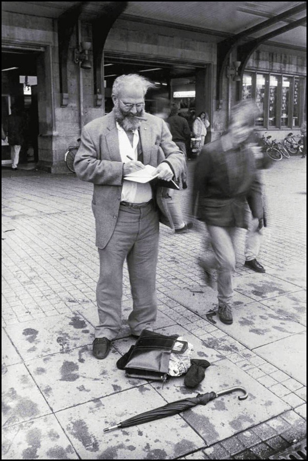 Oliver Sacks captures a thought in his journal at Amsterdam's busy train station  Image by Lowell Handler from   On the Move