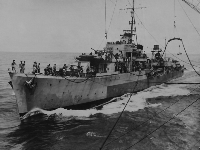 HMS Quilliam refuels at sea.