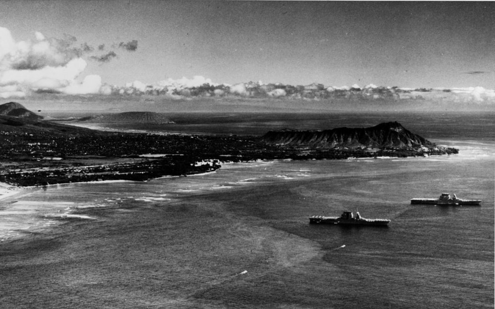 USS Saratoga and Lexington off Diamond Head, 1932.