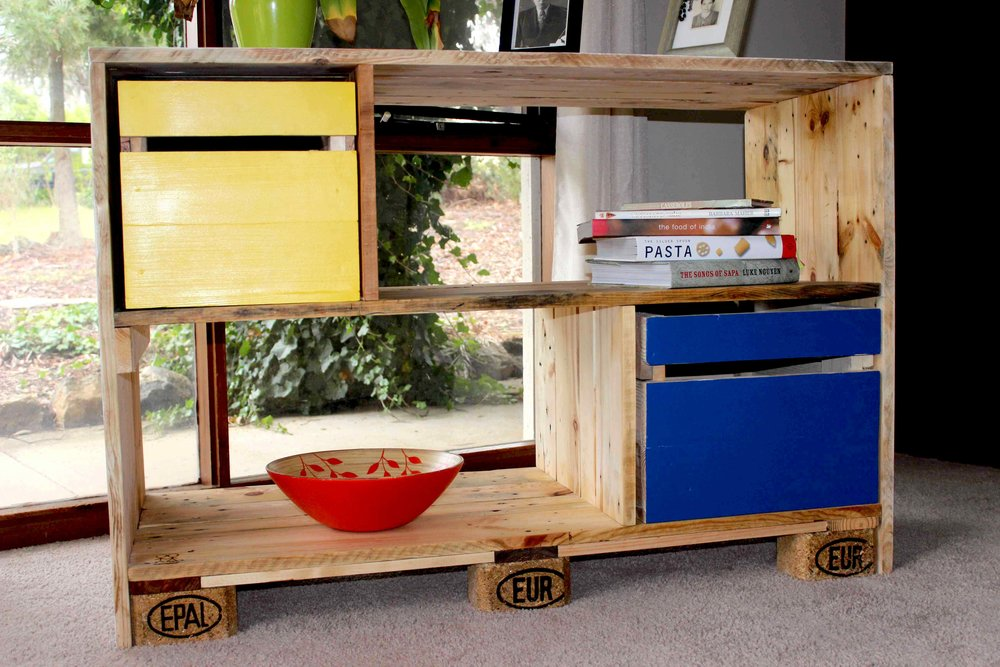 DOCKING STATION BOOKCASE/STORAGE UNIT/SIDE TABLE