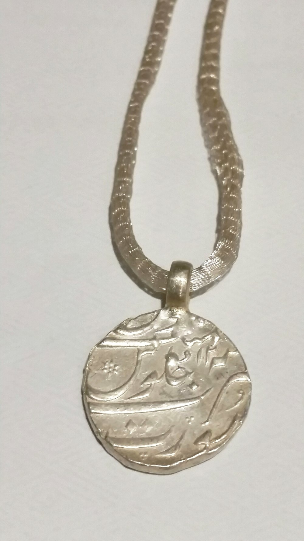 COIN PENDANT 10 MODELLED ON ANCIENT MOGHUL COIN