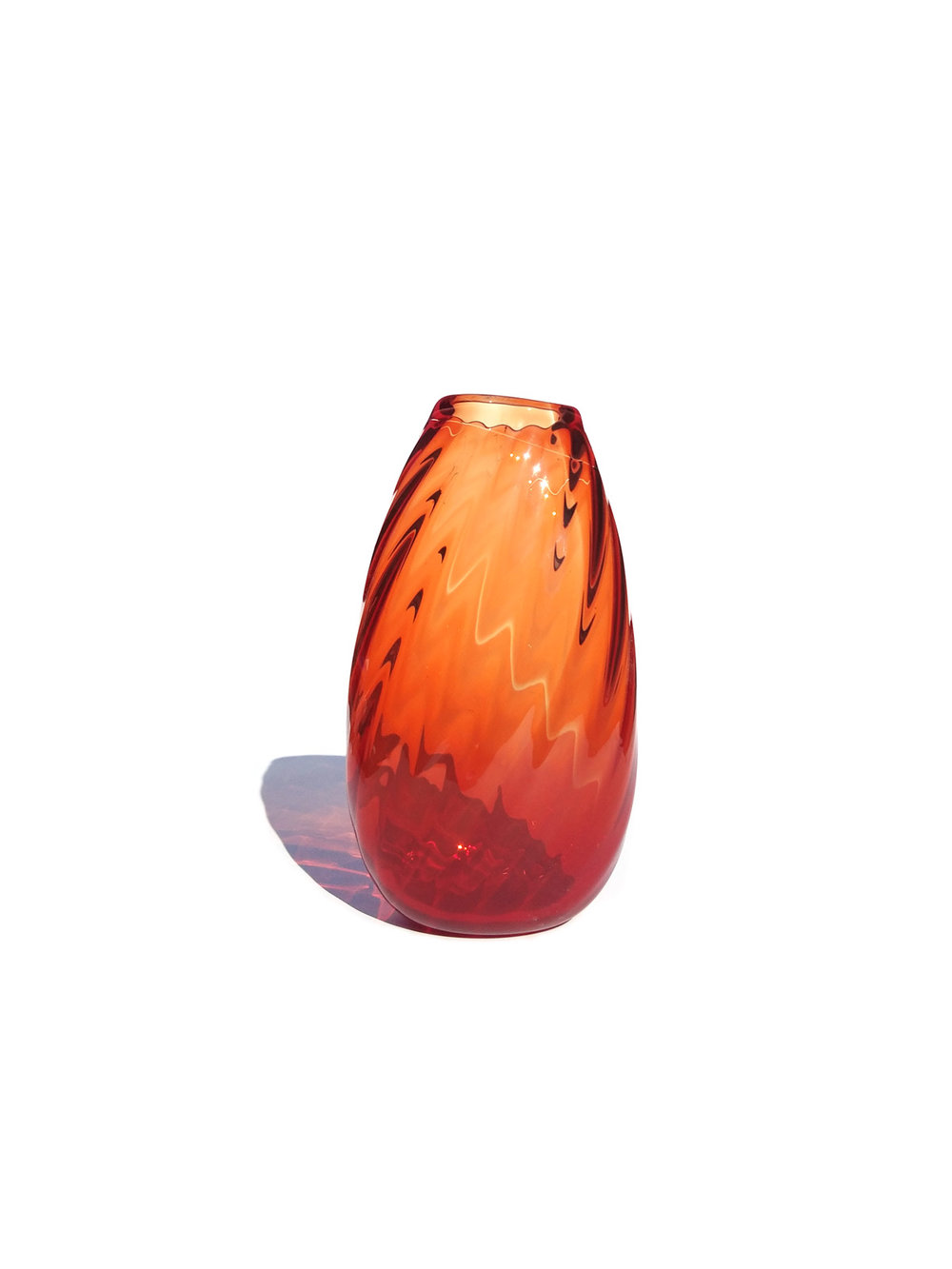 MEDIUM RED VASE (OPTICALS RANGE)