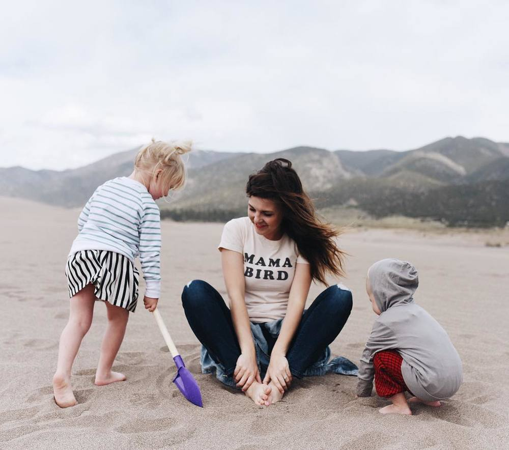 This content mama bird (@simplysuzys) soaks in the goodness of the sand dunes with her children. Photo by Simply Suzy Photography.