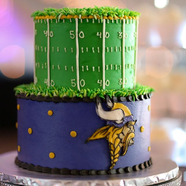 We are ready for preseason football with this cake! 🏈 #springfieldmo #nflweddingcake #nflcake #sparkevents #sparkyournight #springfieldweddings #readyforpreseason