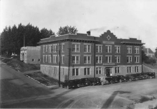 Broadway Apartments circa 1917