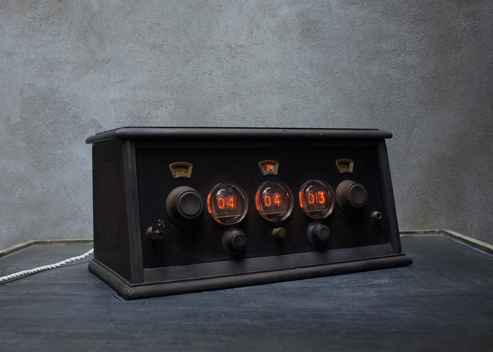 Nixie Clock 1 ©Hecho Inc.jpg