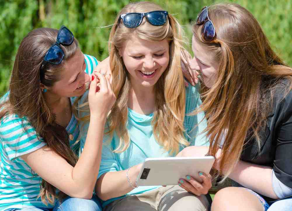 3-girls-tablet-sml.jpg