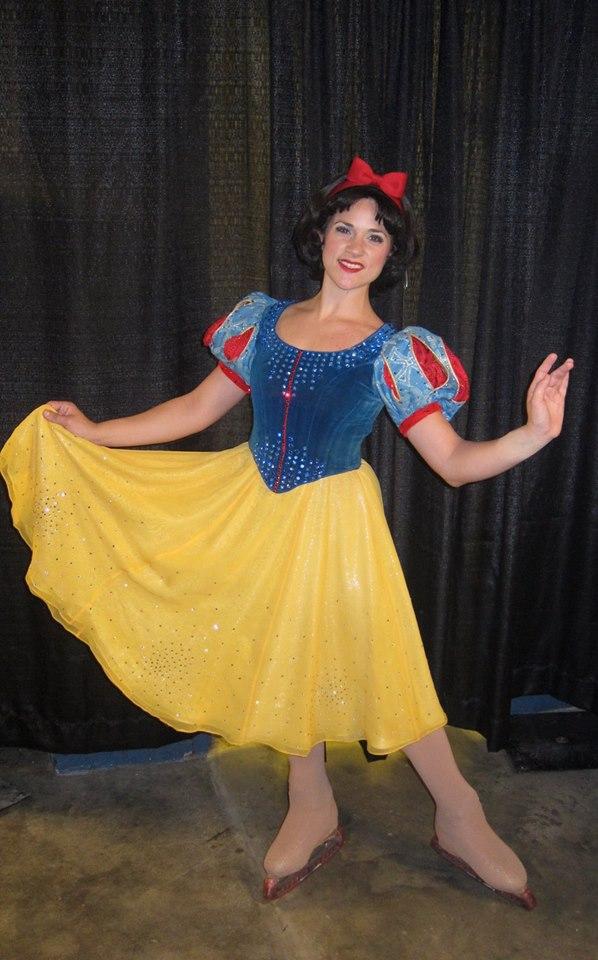 Jennifer Payne as Snow White