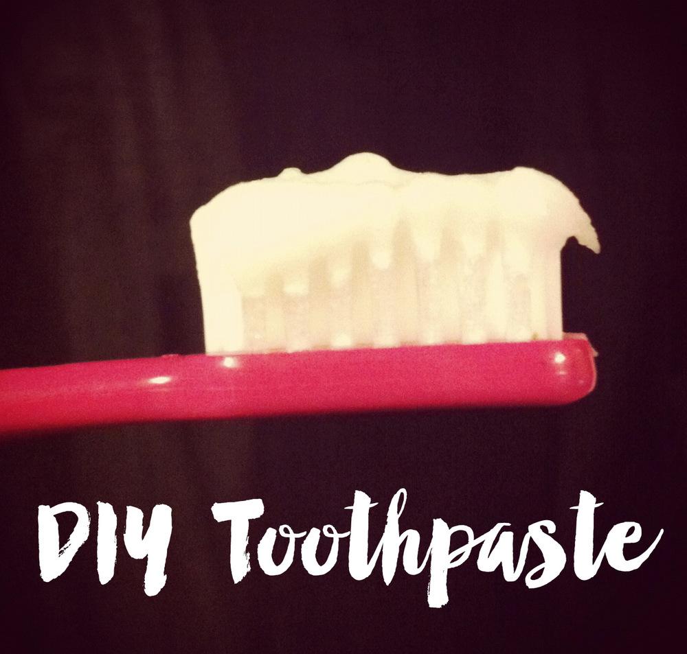 DIY Toothpaste || MrsRobbinsSparkles.com