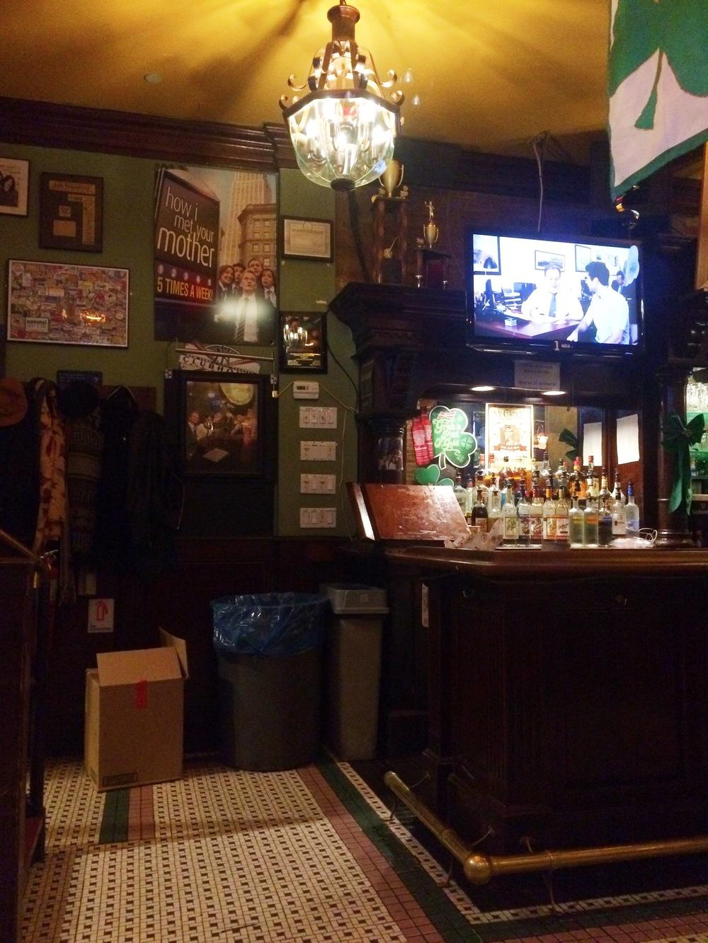 How I Met Your Mother Bar || MrsRobbinsSparkles.com