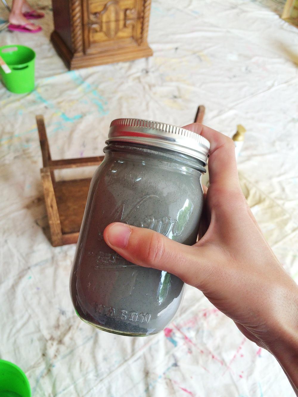 Mixing milk paint || MrsRobbinsSparkles.com