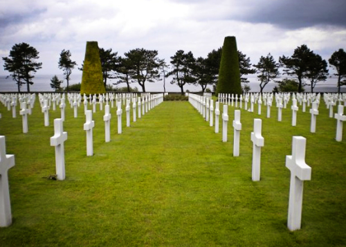 Rows of crosses in the American Cemetery in Normandy || MrsRobbinsSparkles.com